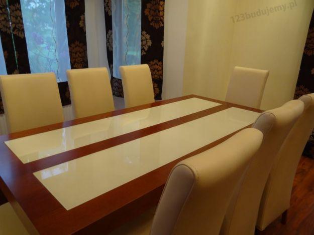 stoł z szybami mlecznymi koloru kremowego