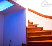 schody na poddasze zabiegowe z okładziną drewnianą