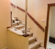 klatka schodowa przed malowaniem po montażu schodów