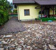 wykonanie podbudowy pod kostkę granitową