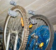 wieszak na suficie na rowery