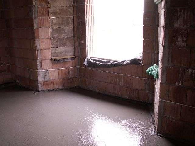 salon chudy beton, wylewka, chodziak