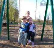 Dzieci na hustawce