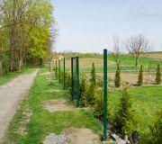 montaż ogrodzenia z paneli zgrzewanych na podmurówce z betonu