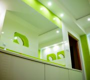 wielkie lustro w łazience zielona łazienka aranżacja