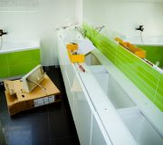 szafki łazienkowe fronty lakierowane połysk białe szuflady łazienkowe