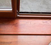dębowy prób przed drzwiami na balkon