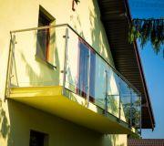 balkon szkło balustrada z poręczą i słupkami z nierdzewki