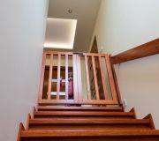 drewniana furtka schodowa, dzieci schody