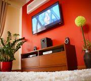 aranżacja niebanalnej ściany, ściana z telewizorem