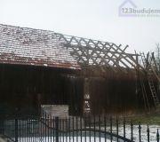 rozbiórka starej stodoły u sąsiadów