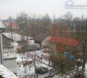 Widok z dachu starej stodoły od siąsiadów