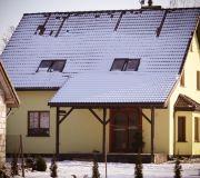 dom projekt archiskowronek, ośnieżony dach taras