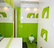 soczysto zielone płytki z białymi dodatkami i dekory, tubądzin colour pop