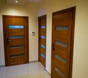 Przedpokój na poddaszu, drzwi drewniane