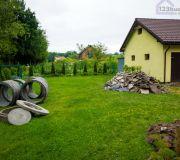 Betonowe kręgi budowa studni chłonnej na działce za domem