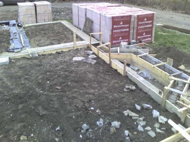 wykonanie szalunku fundamentu wykusza