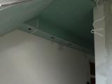 ozdobna półka przy sufitowa z halogenkami 12v