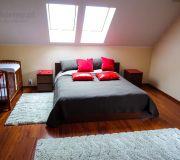 sypialnia na poddaszy łóżko malm z ikea, aranżacja sypialni