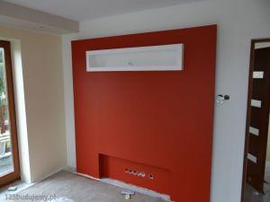 zabudowa telewizora, ściana za telewizorem, mocno kontrastuje, mocny kolor czerwony