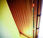 Podbitkę z PVC układa się na drewnianym ruszcie, podobnie jak panele dekoracyjne