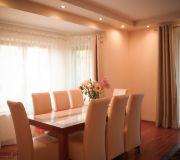 Nowoczesny salon, komplet stół i krzesła
