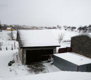 Zimową porą widok z okna dachowego