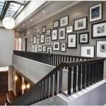galerie zdjęć na ścianach w holu i salonie
