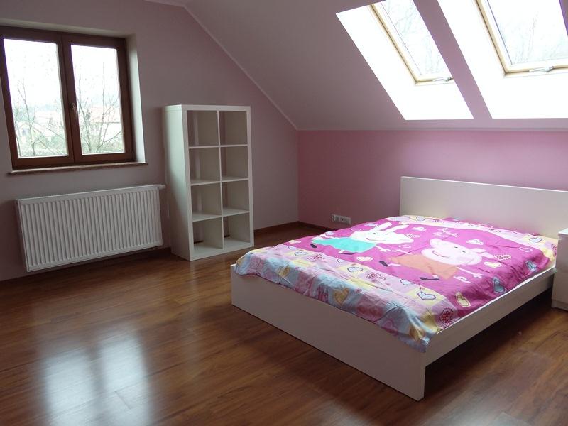 biało różowe kolory farba lateksowa beckers