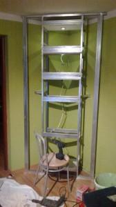 półki z regipsów na biokominek