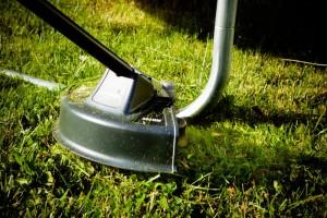 koszenie trawy podkaszarka greenworks