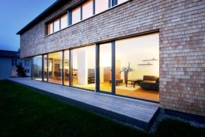 nowoczesne okna bez firan i zasłon żaluzji