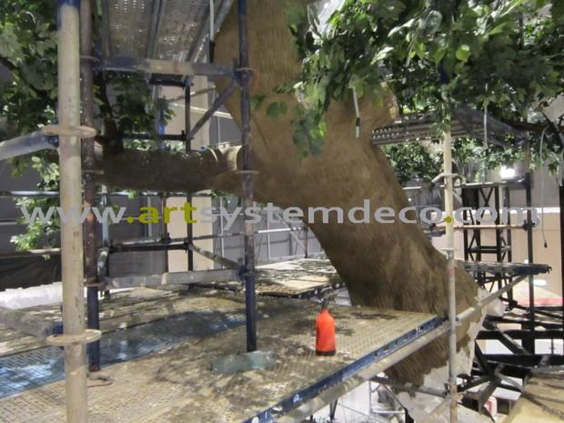 Budowanie sztucznego drzewa wewnątrz budynku
