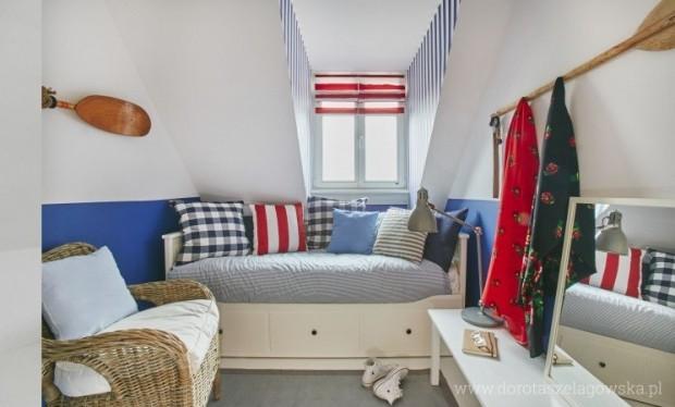 przytulna mała sypialnia na poddaszu
