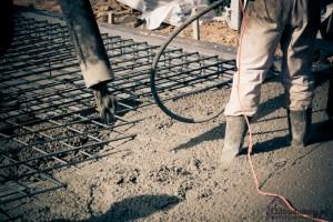 zalewanie płyty betonem