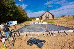 lanie betonem na płyte fundamentową