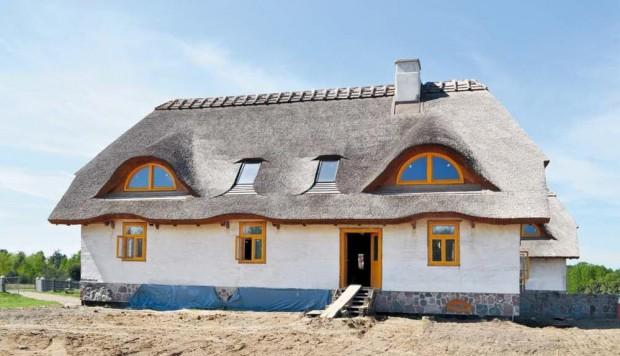 wady i zalety domów z gliny