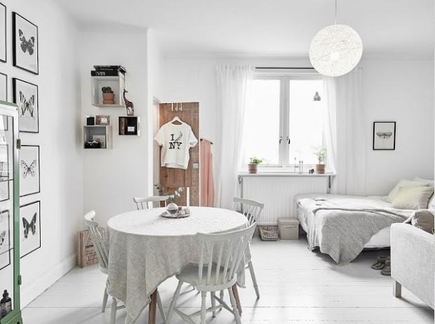 białe wnętrza okrągły stów kawalerka małe mieszkanie