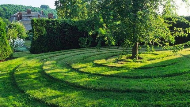 Turf mown labyrinth in lawn SLOWA KLUCZOWE: Baum Garten Gras Muster Rasen Turf gem‰ht historisch lange