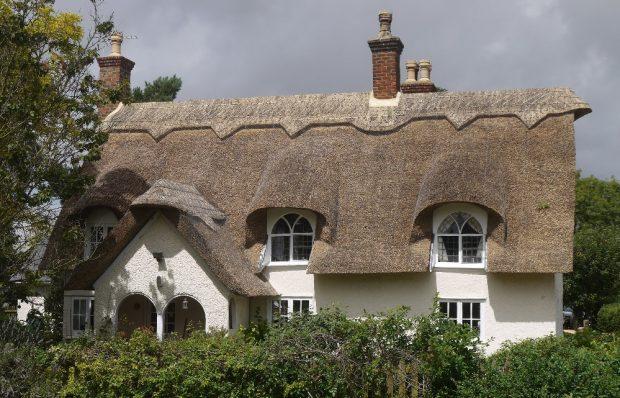 Dach kryty strzechą