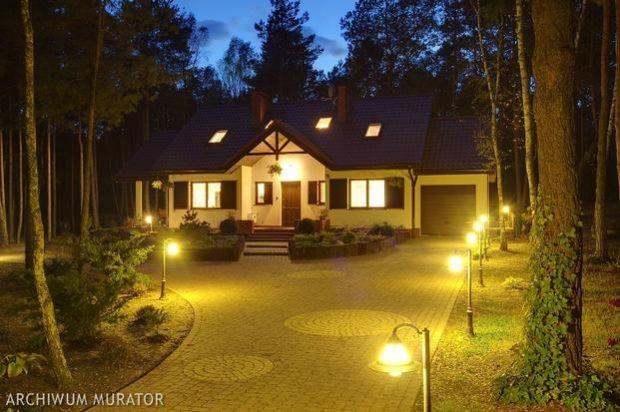 swiatlo_w_ogrodzie