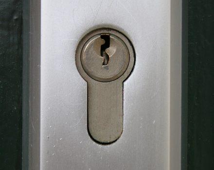 zamek-drzwi-antywlamaniowe