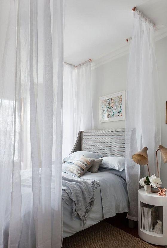 sypialnia łóżko baldachim