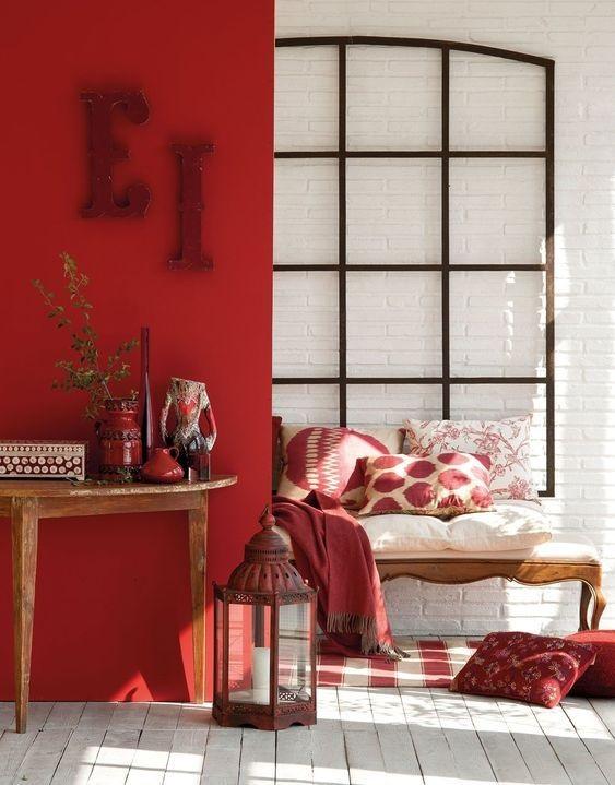 mocny czerwony kolor we wnętrzach