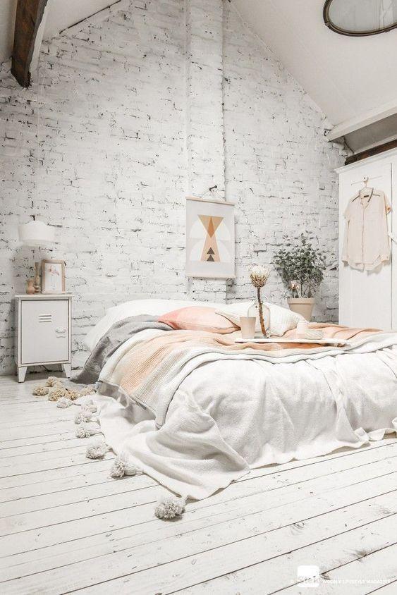 mieszkanie w lofcie materac futon białe wnętrze