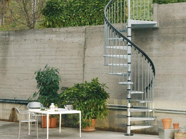 schody spiralne stalowe zewnętrzne
