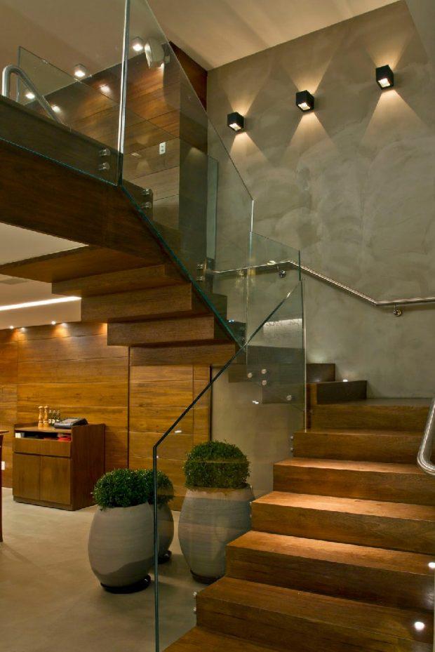 Rodzaje o wietlenia schod w wewn trznych 123budujemy for Huecos de escaleras modernos