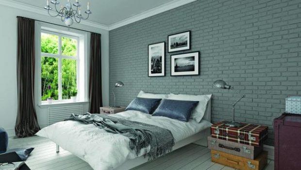 ściana z cegieł w sypialni