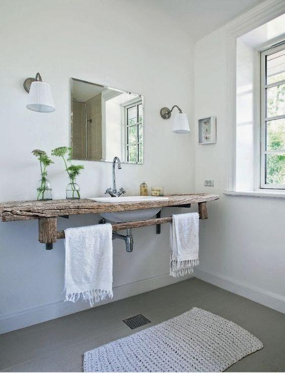 minimalistyczna łazienka drewniany blat