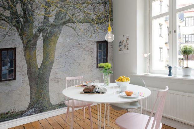 obraz malowany pędzlem na ścianie w mieszkaniu mural